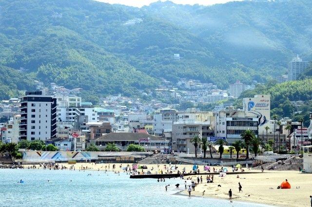 リゾート地のような熱海のビーチ